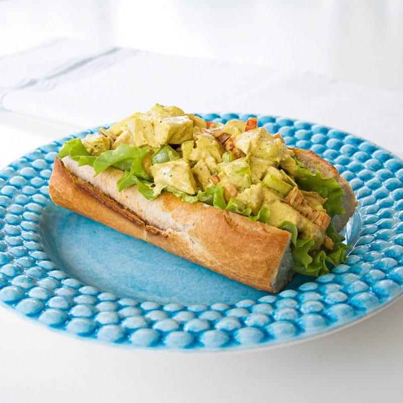 Kycklingcurry i baguette - Klassiskt recept på omtyckta baguetter.
