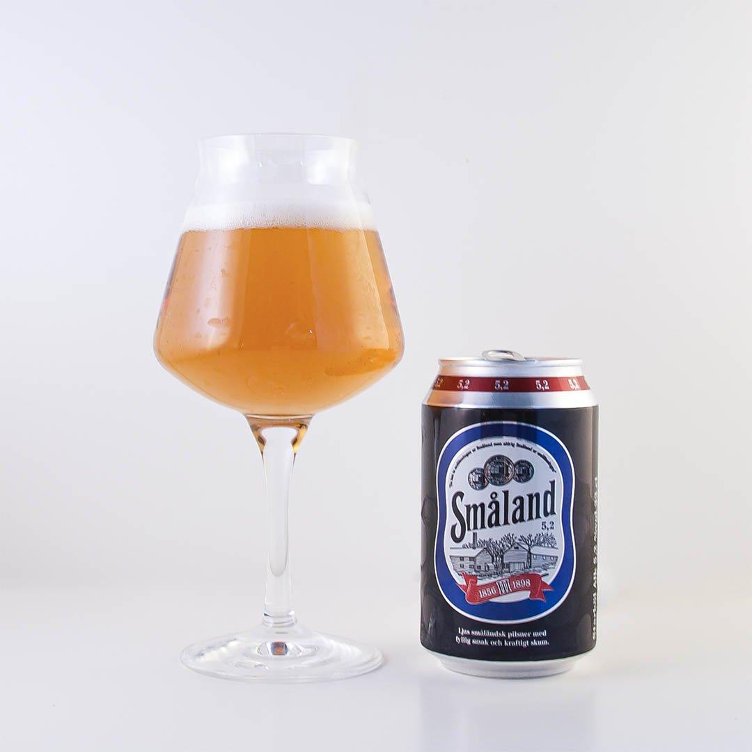 Småland 5,2% från Åbro Bryggeri är helt okej öl, men den har inga smaker som förändrar världen.