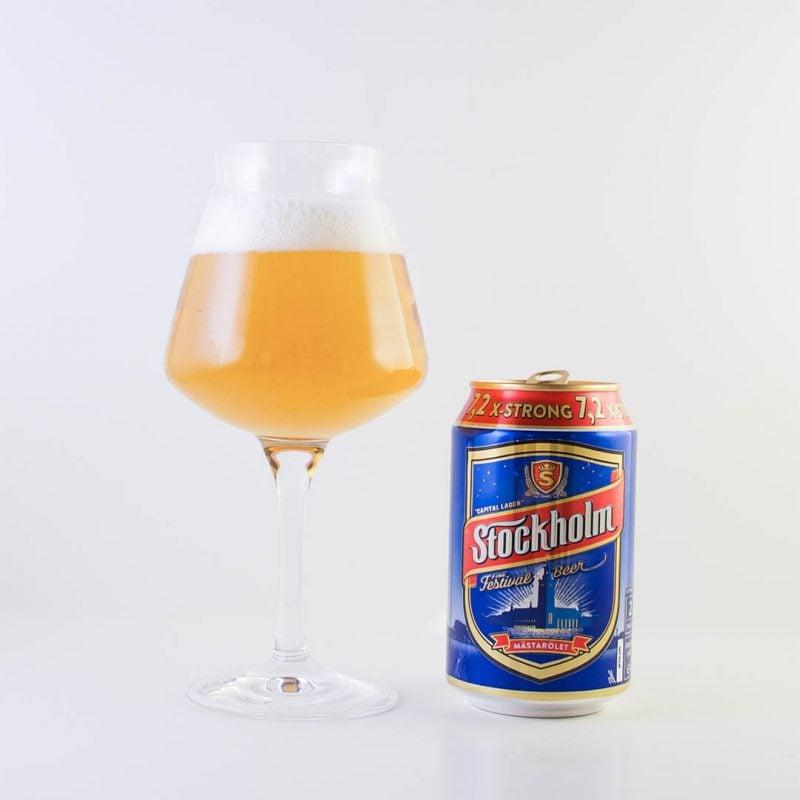 Stockholm Festival X-strong 7,2% från Krönleins Bryggeri har påtaglig ton av alkohol.