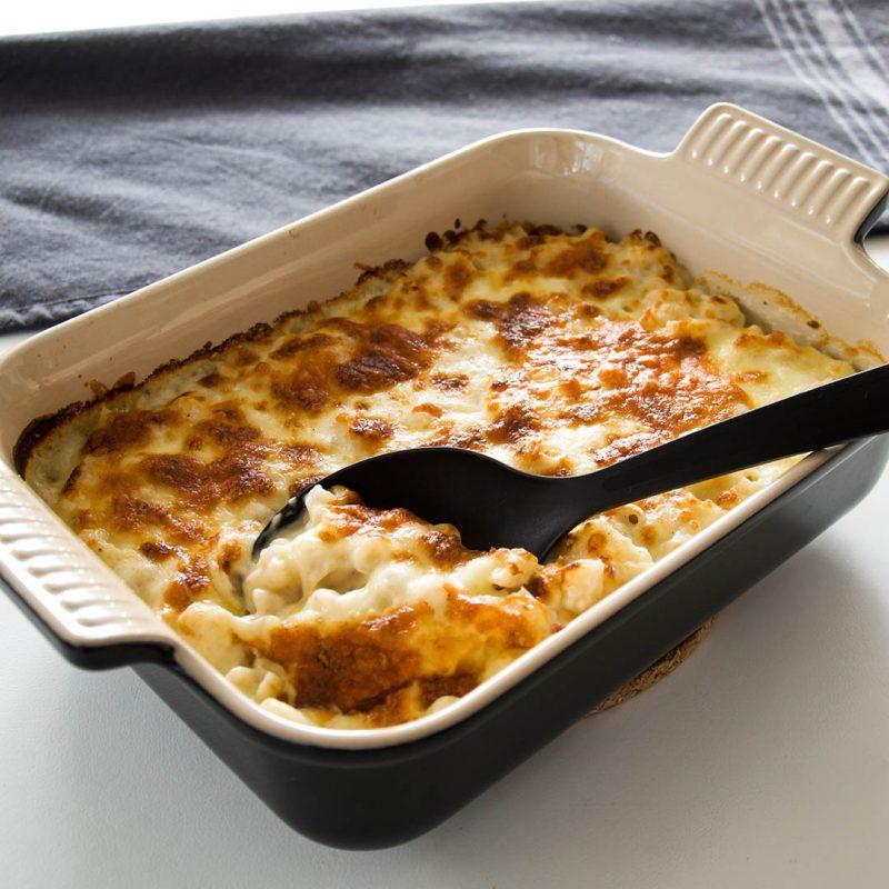 Mac and cheese är maträtten för dig som älskar ost. Recept på en riktig klassiker som är enkel att tillaga.